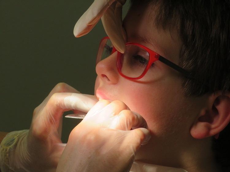 odontopediatria ¿Cuándo llevar a tu hijo a su primera revisión bucodental?