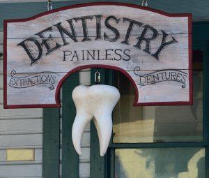 dentista sacamuelas 300x255 Tratamientos dentales indoloros con sedación consciente
